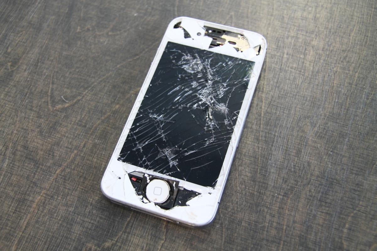 ac7437192b3 7 Apple Iphone 4S. Kasutatud vigastustega ...